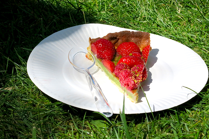 la tarte pistache, fraises et framboises